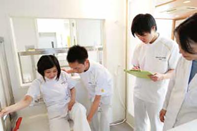 患者さんがその人らしい人生・生活が 送れるように支援する専門職
