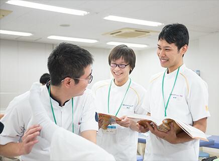 クラスメイトの年齢層が広く、様々な経歴を持った仲間と切磋琢磨できる