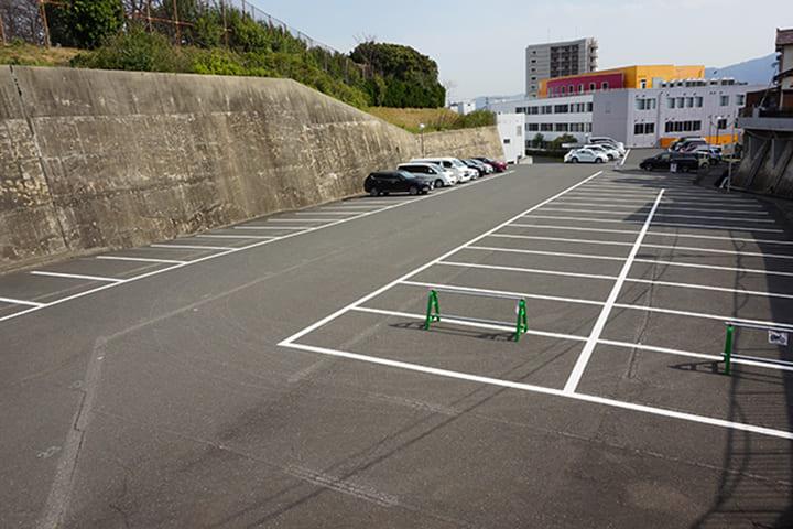 学生用駐車場153台完備